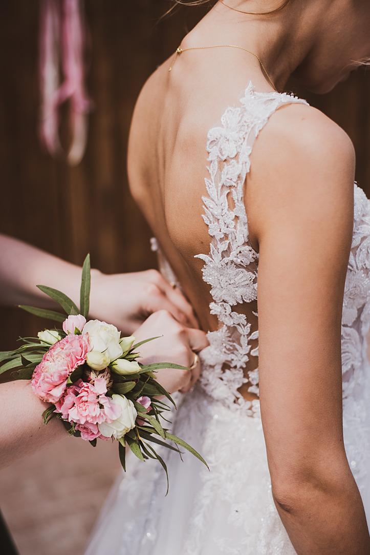 jak wybrać świadkową na ślub